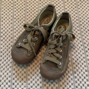 Keen olive green canvas rubber 7.5
